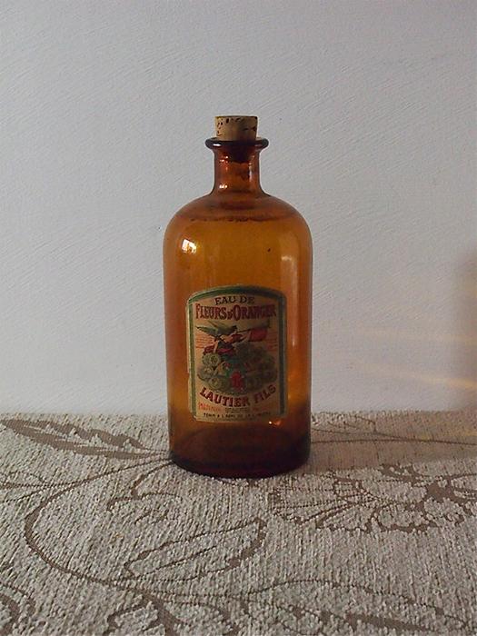 南仏の香水ビン Eau de Fleurs d'oranger