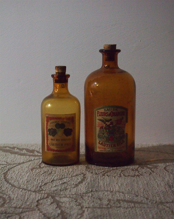 南仏の香水ビン 2本
