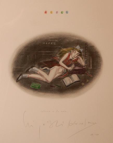 読書をするアリス