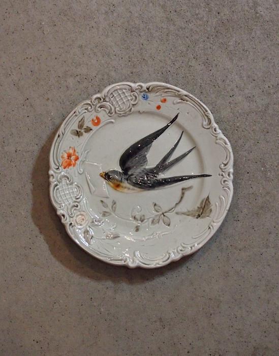 ツバメ柄の皿