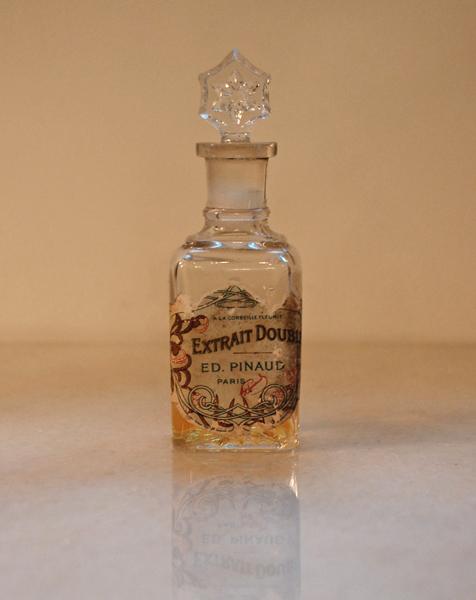 古い香水のビン
