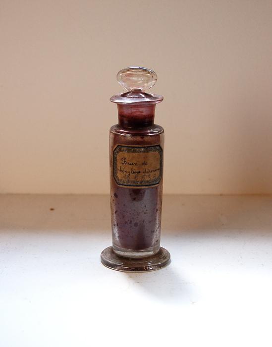 古いビン phenylene diamine