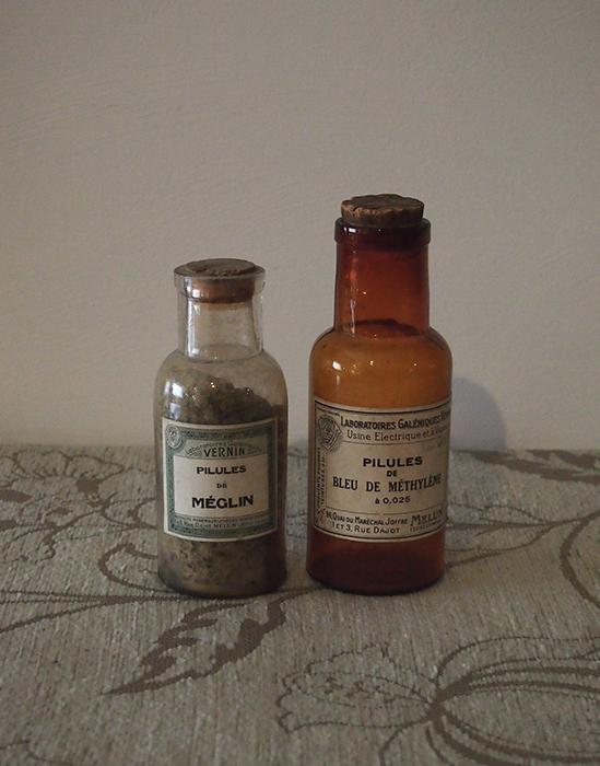古い薬ビン 2本