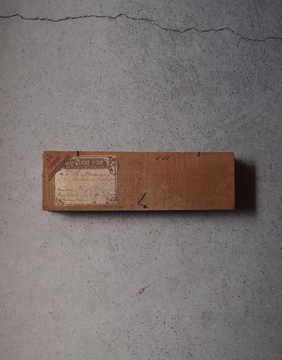 シーリングワックスが残った木の箱 2