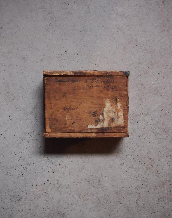 シーリングワックスが残った木の箱 1