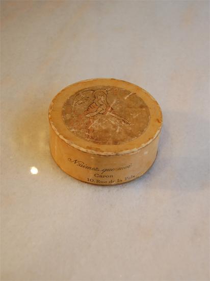 フランスの古い白粉の箱