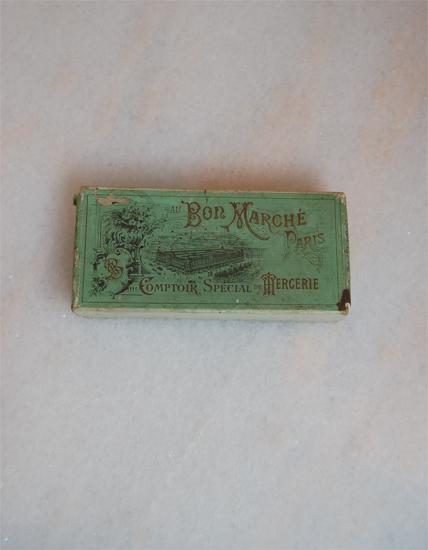 フランスの古い箱 Bon Marche