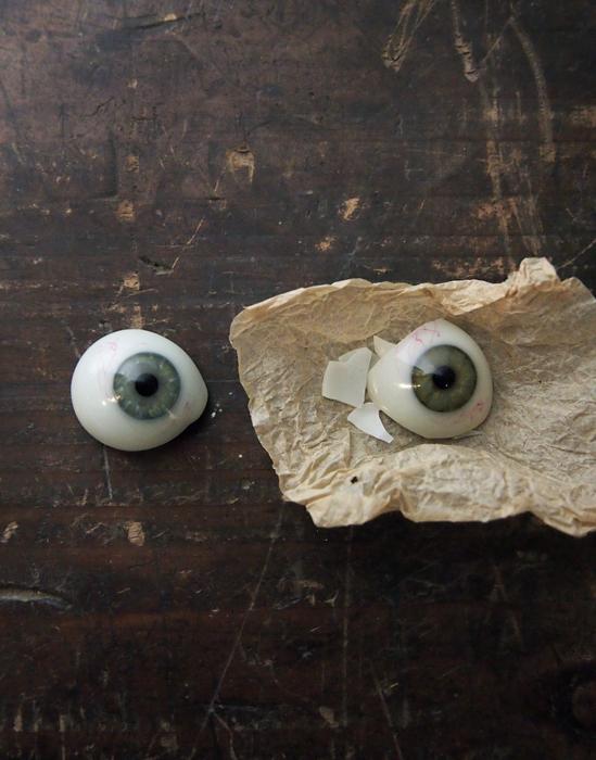 破壊された義眼
