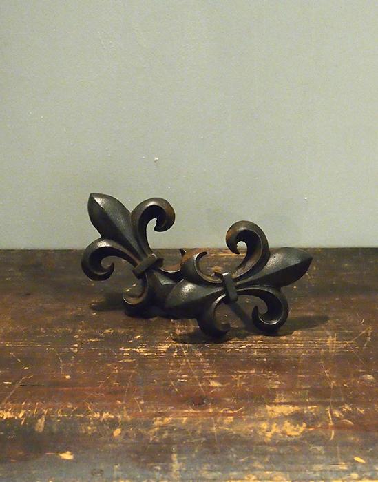 装飾金物 fleur-de-lis