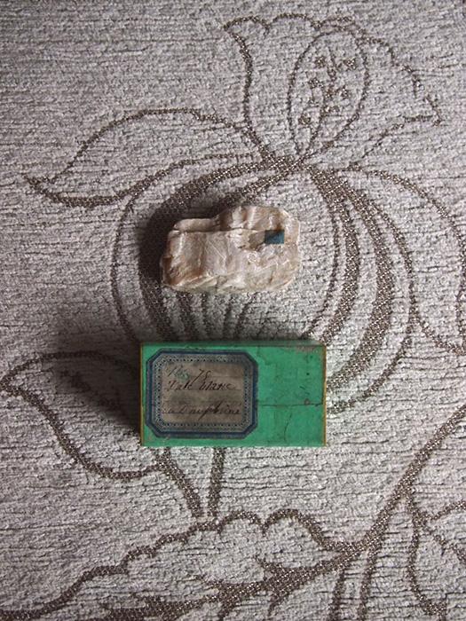 古い鉱物の標本 2 Talc Blanc