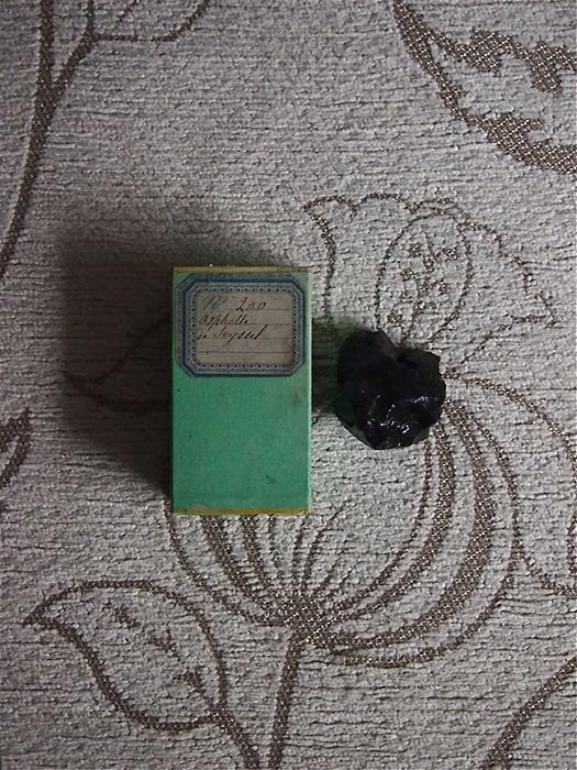 古い鉱物標本 3 Asphalte