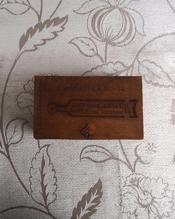 古い木箱 EAU DES CARMES