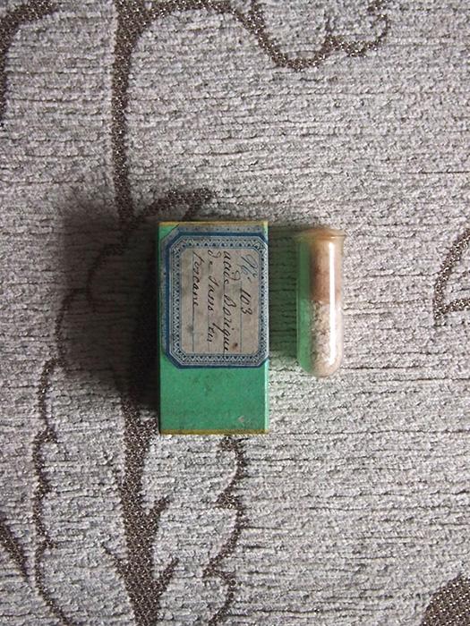 古い鉱物標本 9 Acide borique