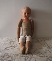朽ちた大きな人形