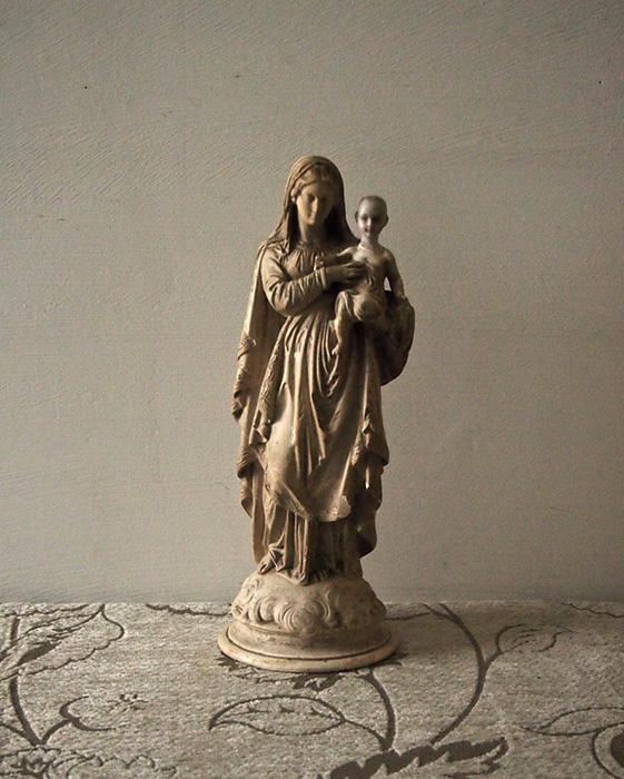 異形の聖母子像