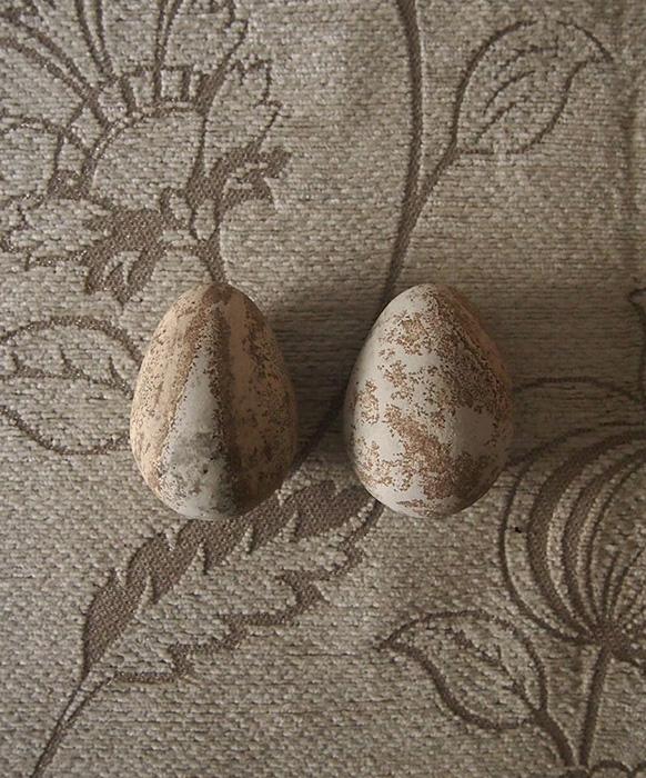石製の疑似卵 2個