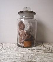 岩塩が入った標本瓶