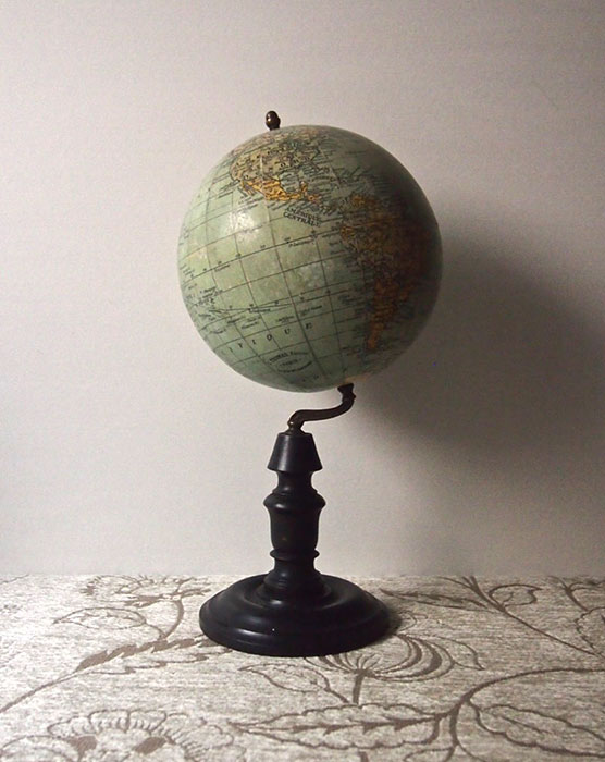 古い地球儀   Globe
