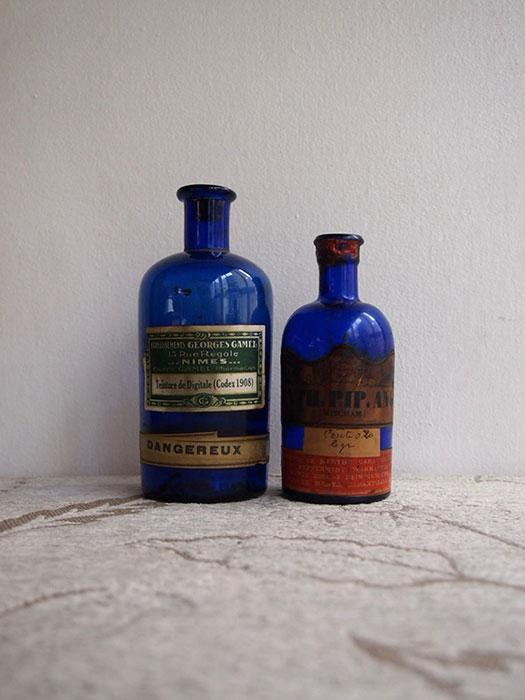 青い瓶 2本
