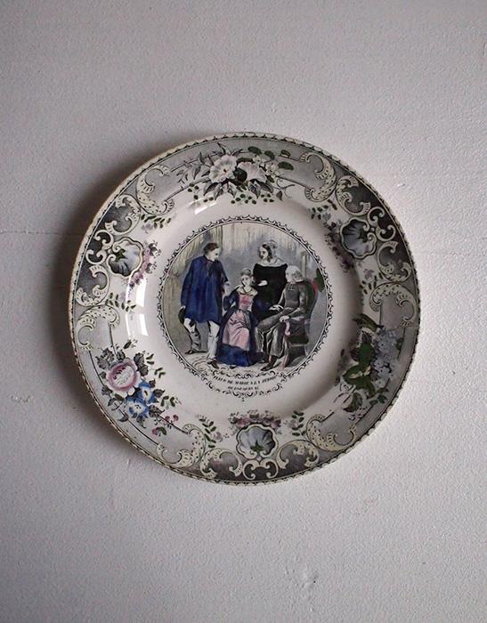 Creil et Montereau クレイユ & モントローの優しい色彩の絵皿