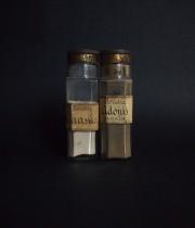 植物の粉末入りガラス瓶 1