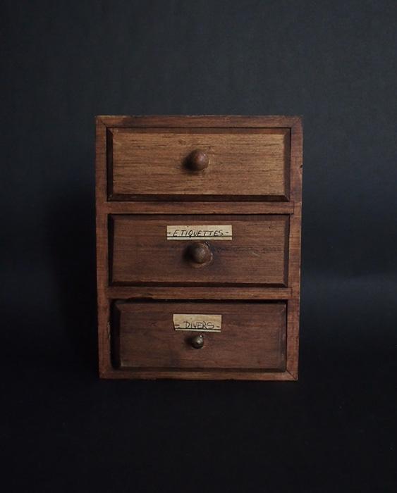 小さな木箱 4 医化学の引き出し
