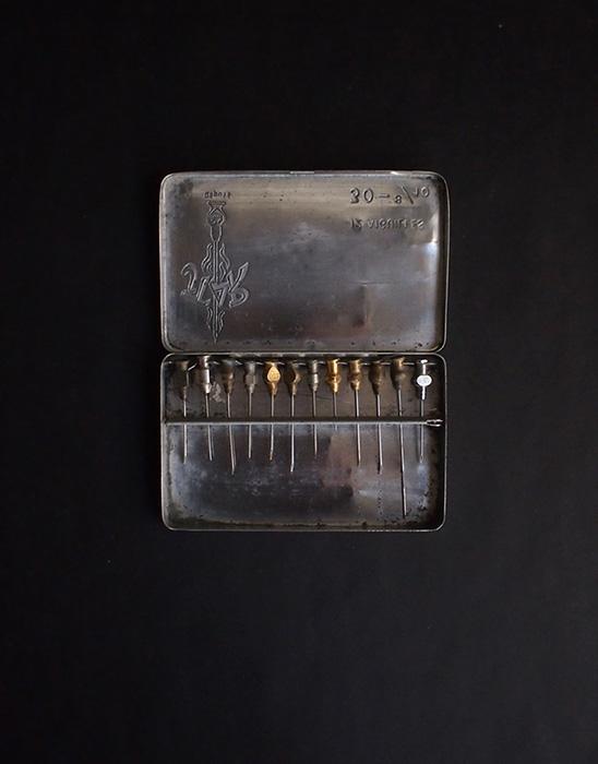 古い注射針 2