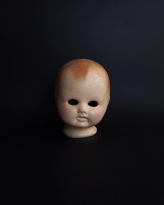 怪しい表情のビスク・ヘッド 2