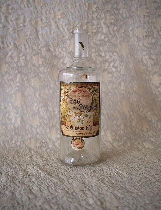 大きな香水瓶