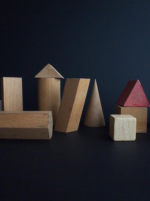 木製の立体模型 13個