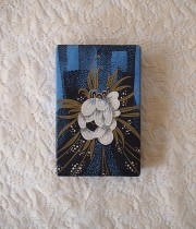 お花柄のブルーの紙箱