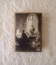 家族の風景が描かれて紙箱