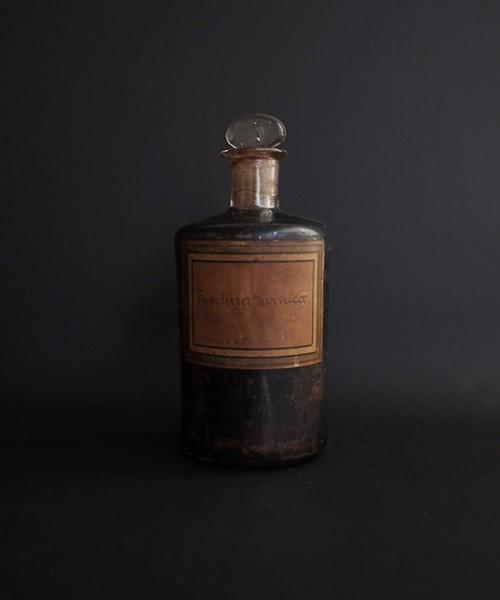 黒く塗られたの薬瓶  tinctura arnica