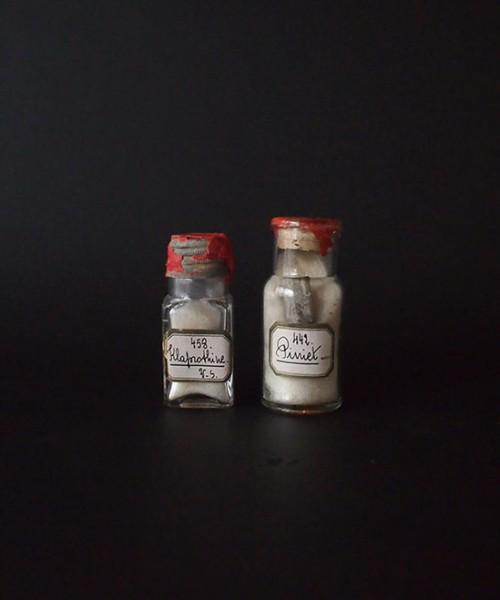 鉱物入りガラス瓶 2本 | アンティーク・フランス雑貨店_antiqueSalon