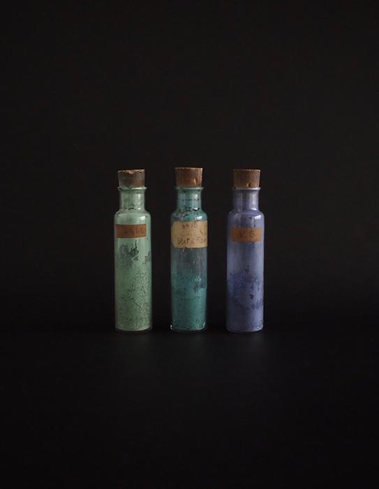 顔料入りガラス瓶 3本 B