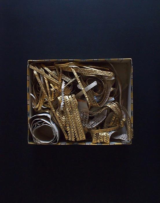 アンヴァンテール  装飾ペーパー入り紙箱