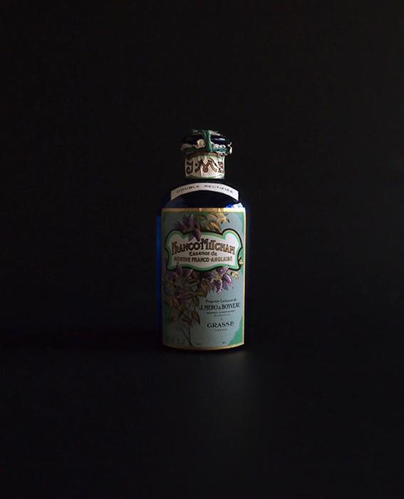 ミントの香水瓶