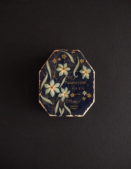 水仙柄パウダーの紙箱