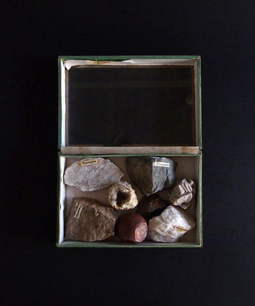 標本箱入り鉱物