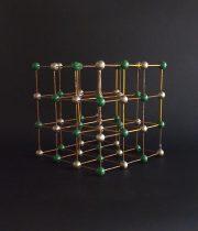 大きな分子模型