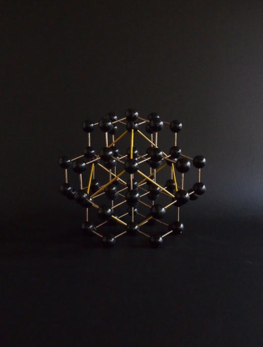 大きな分子模型 B