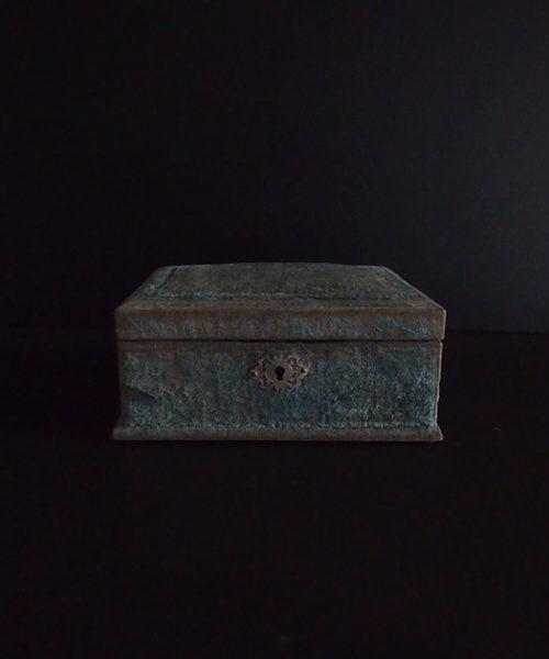 ブルーのベルベットの箱