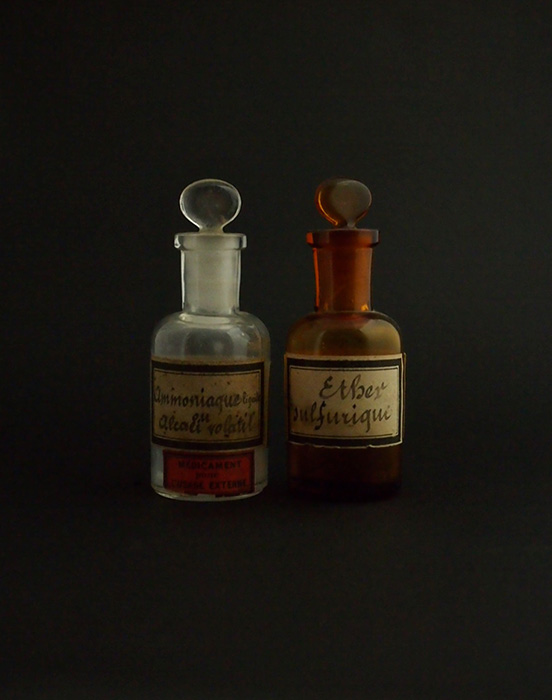古い薬瓶 2本 A