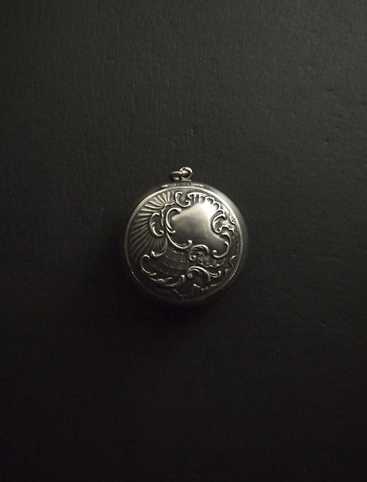 銀製パウダー・ケース
