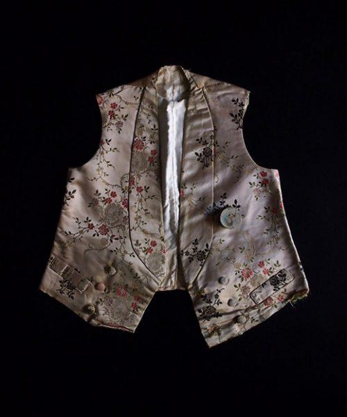 アンヴァンテール 貴族の少年のジレと紙箱