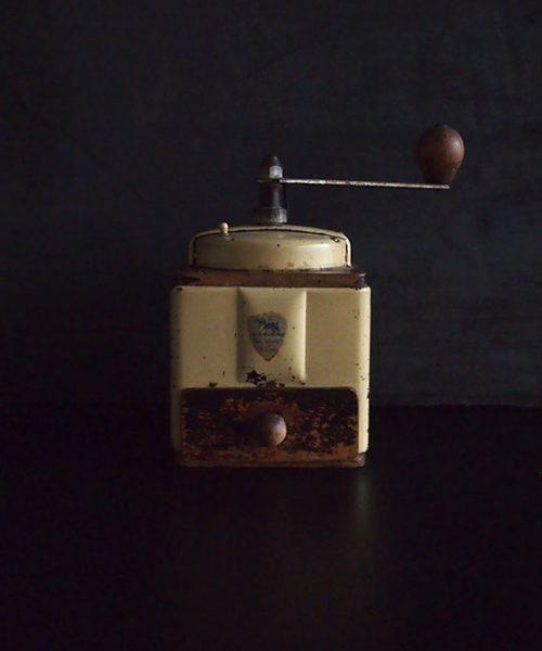 プジョーのコーヒー・ミル ホワイト