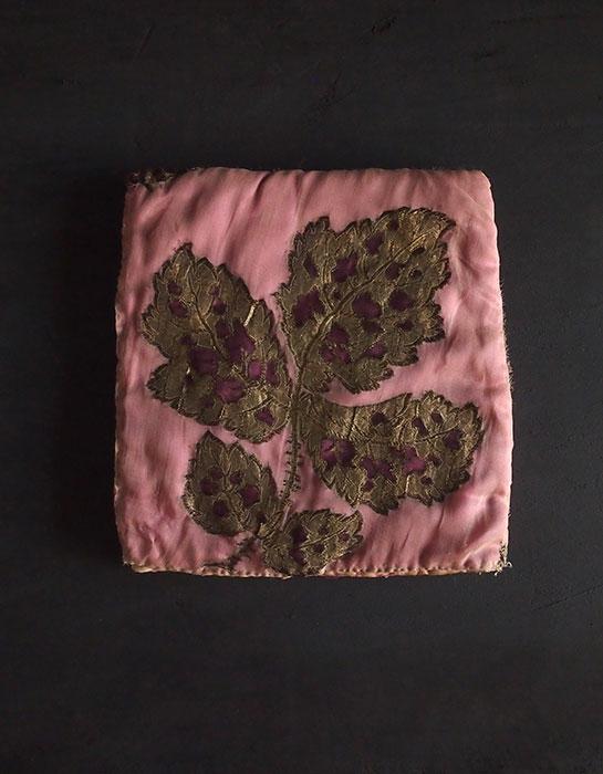 8周年記念サービス品 金糸刺繍の布ケース