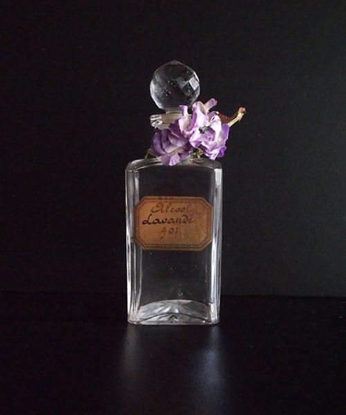 アンヴァンテール ガラス瓶とスミレの布花
