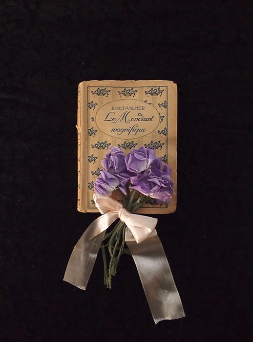 アンヴァンテール 小さな古書とスミレの布花 A