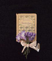 アンヴァンテール 小さな古書とスミレの布花 B